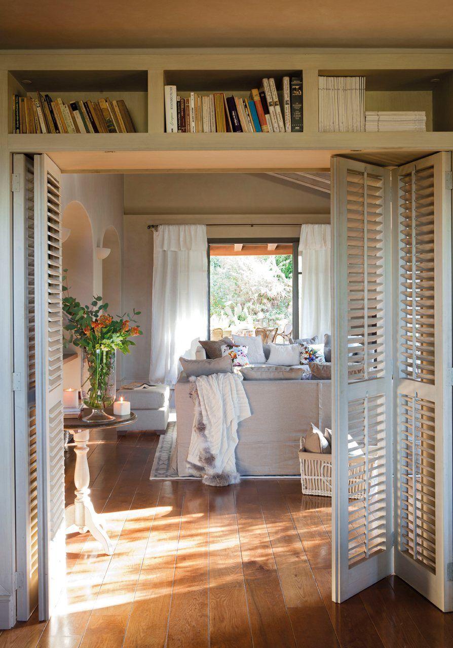 Дверь-гармошка в интерьере прованс