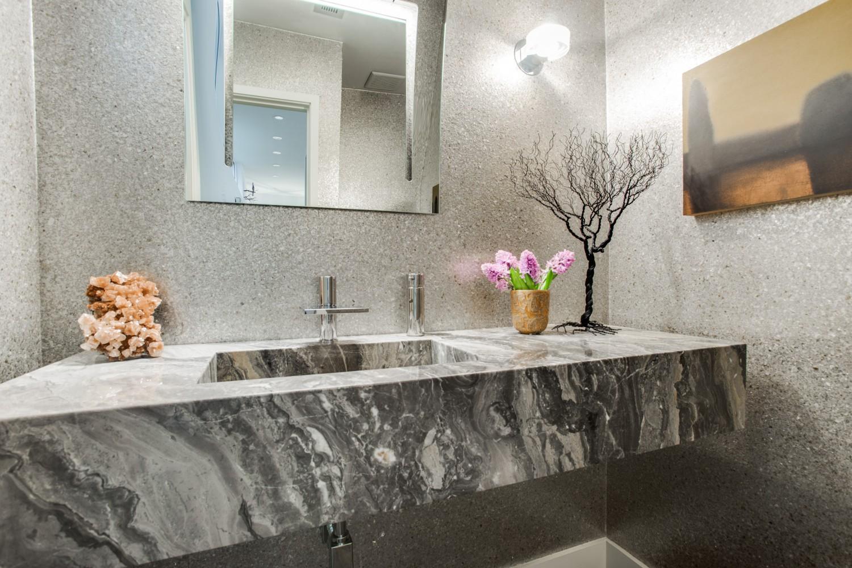 Раковина в ванной из мрамора