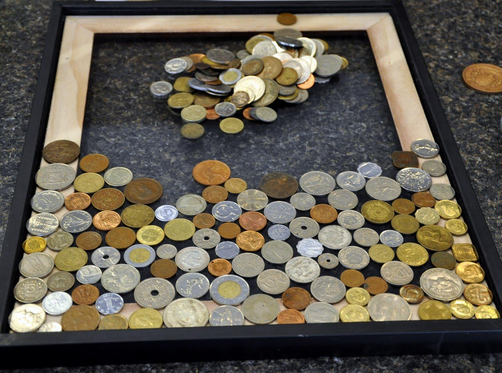 Декор рамы монетами