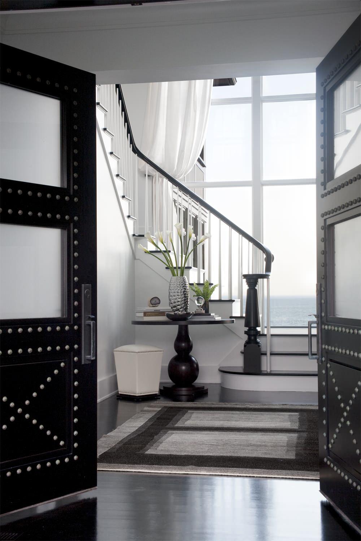 Декор распашной входной двери