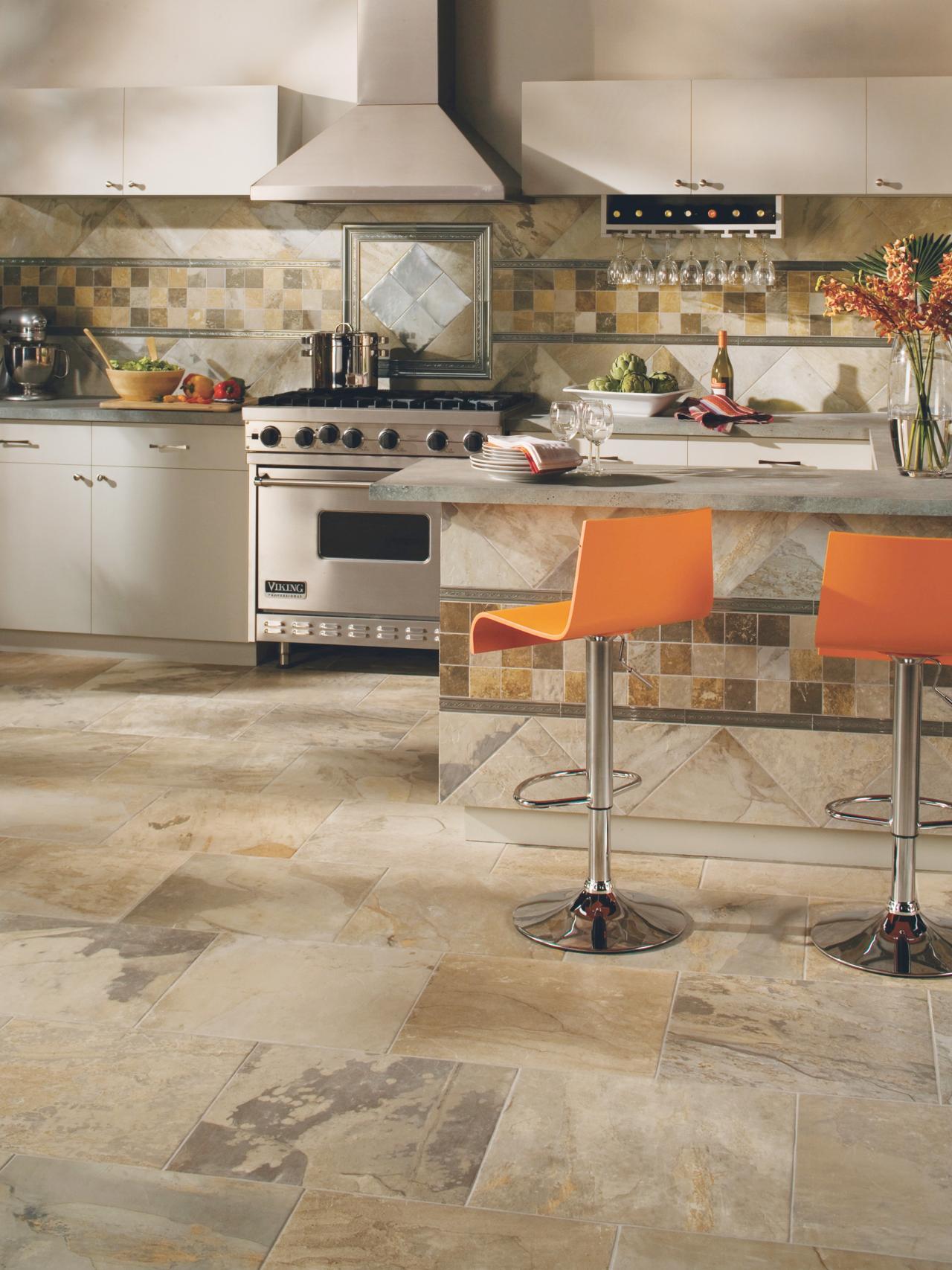 Керамогранитная плитка разного размера на кухне
