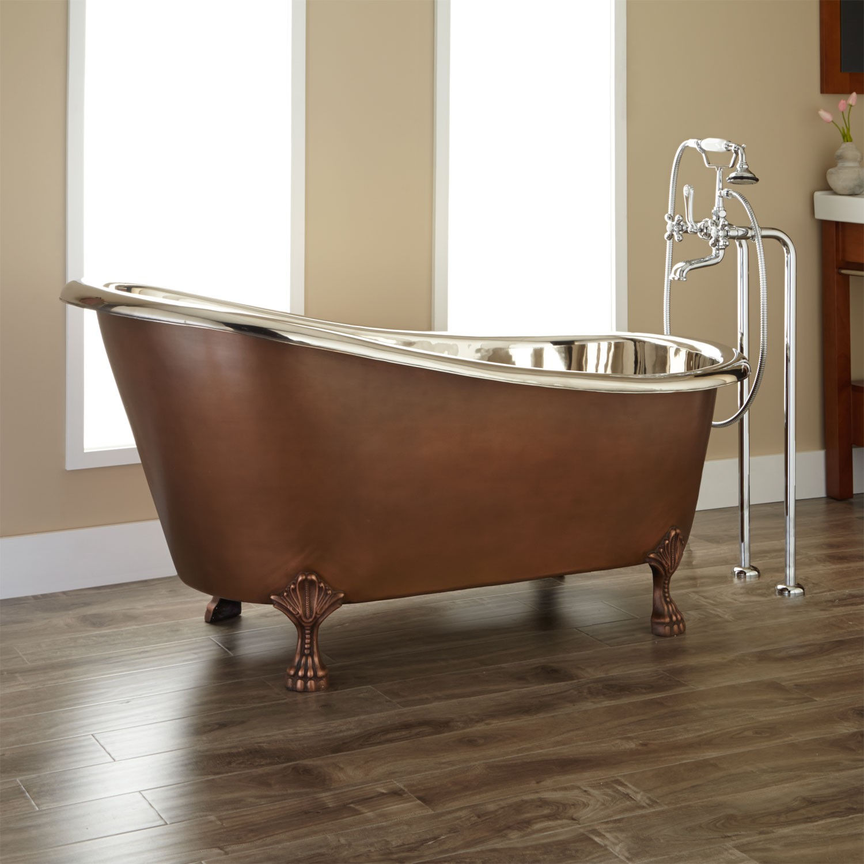 Стальная ванна в интерьере ретро