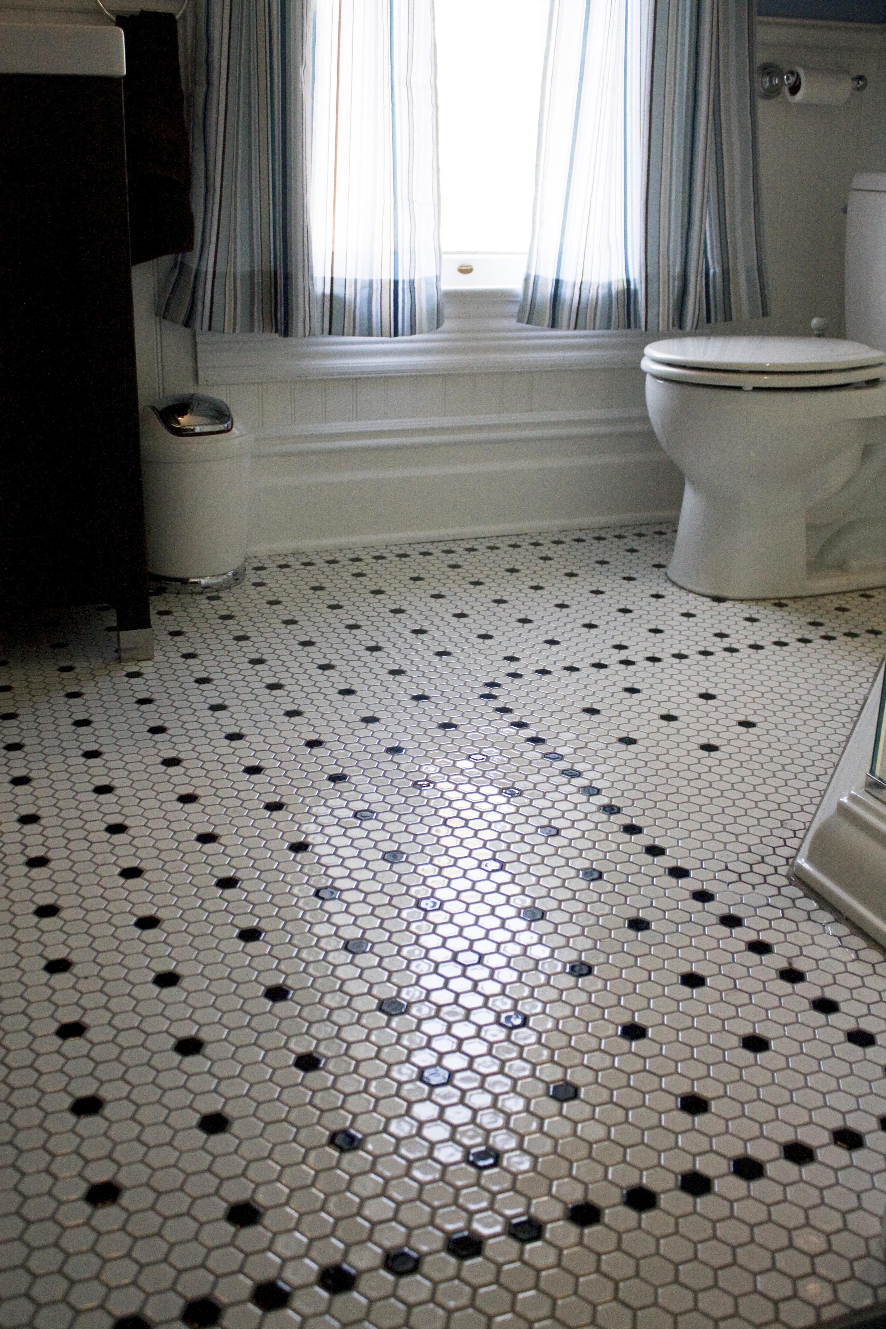 Мозаика в стиле ретро в ванной