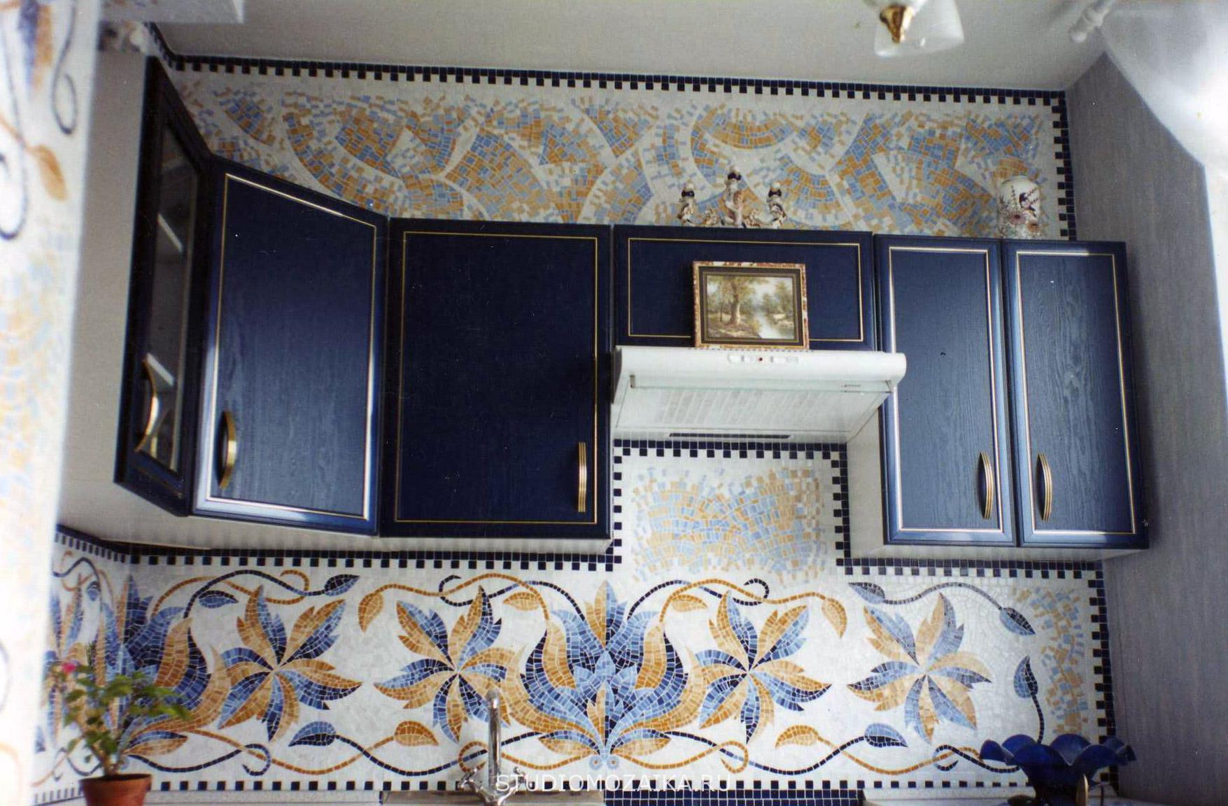 Рисунок из мозаики на кухне