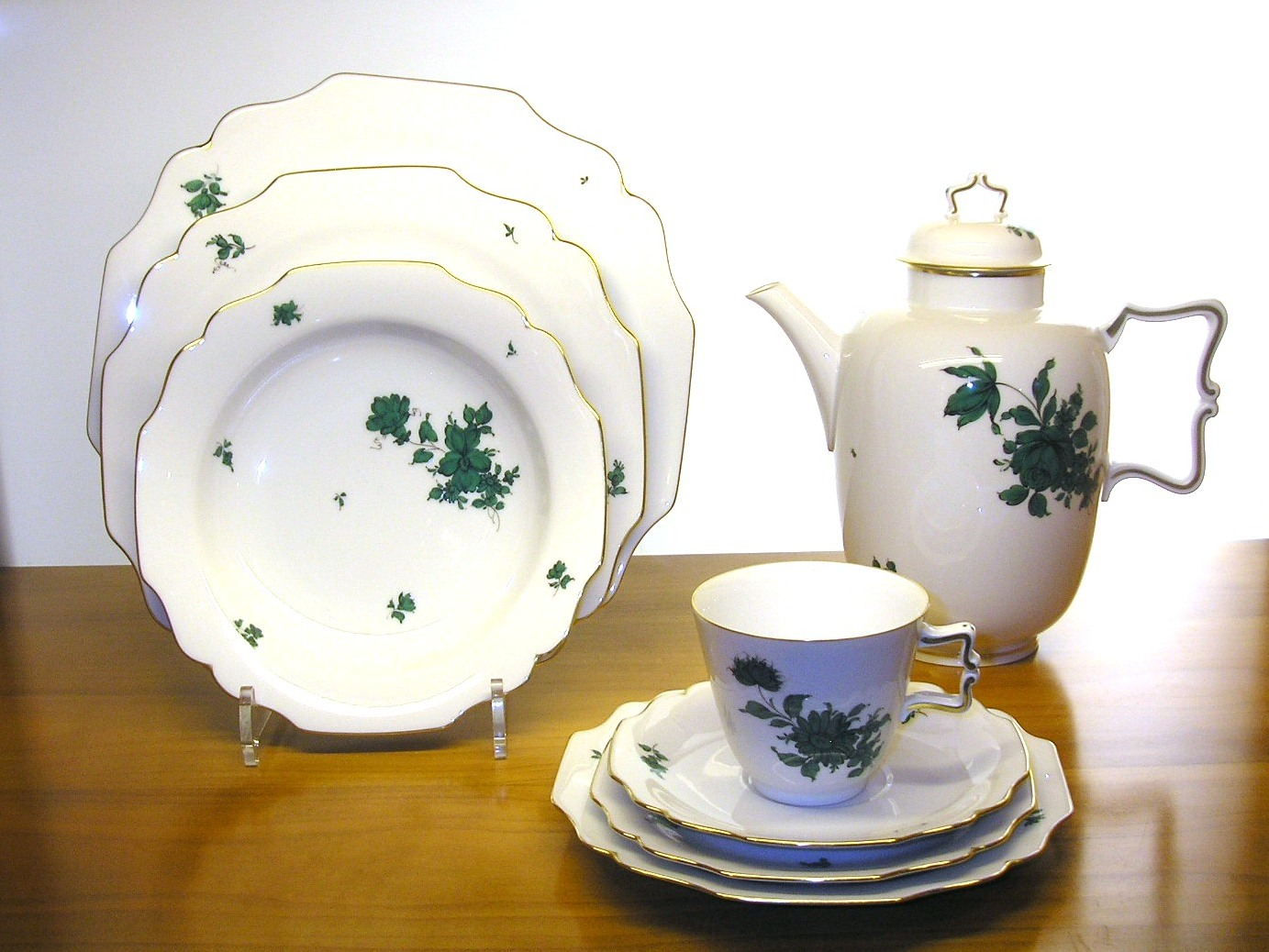 Фарфоровая посуда с рисунком