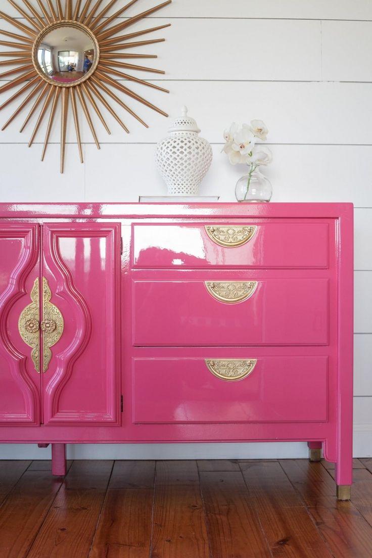 Глянцевая краска розового цвета для комода