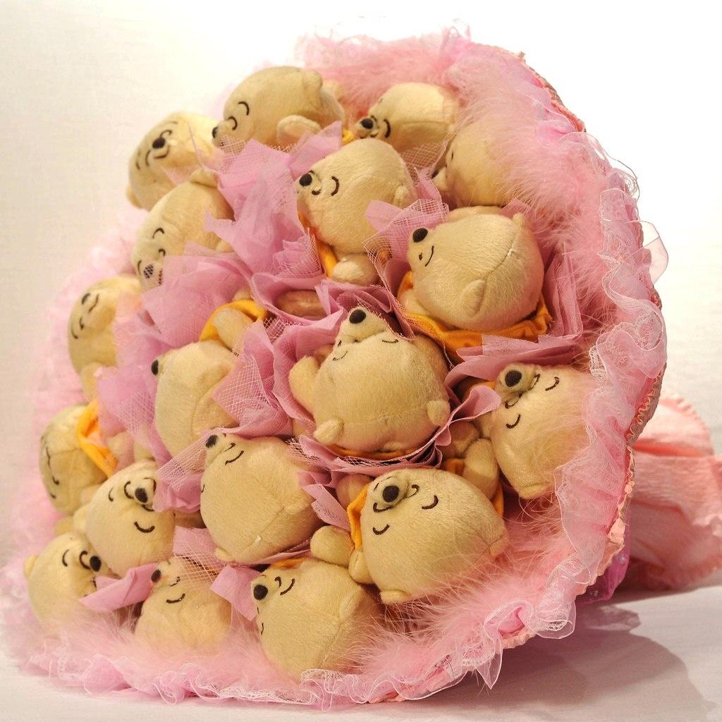 Розовый букет из игрушек
