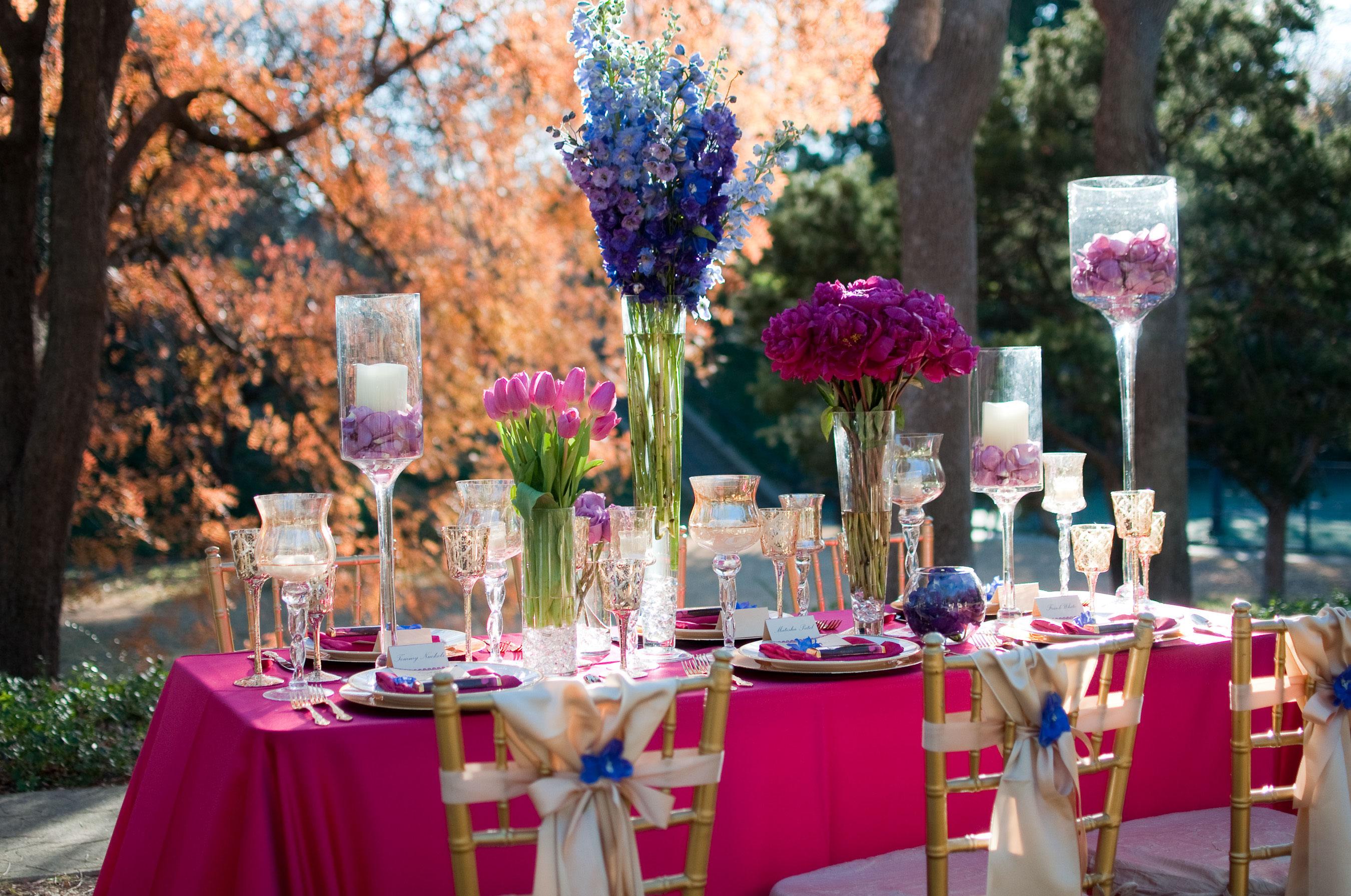 Праздничный стол в розовом цвете