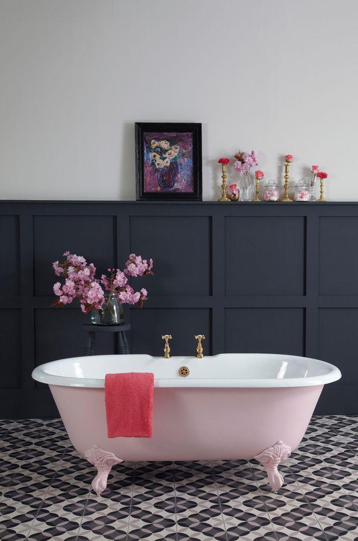 Чугунная розовая ванна