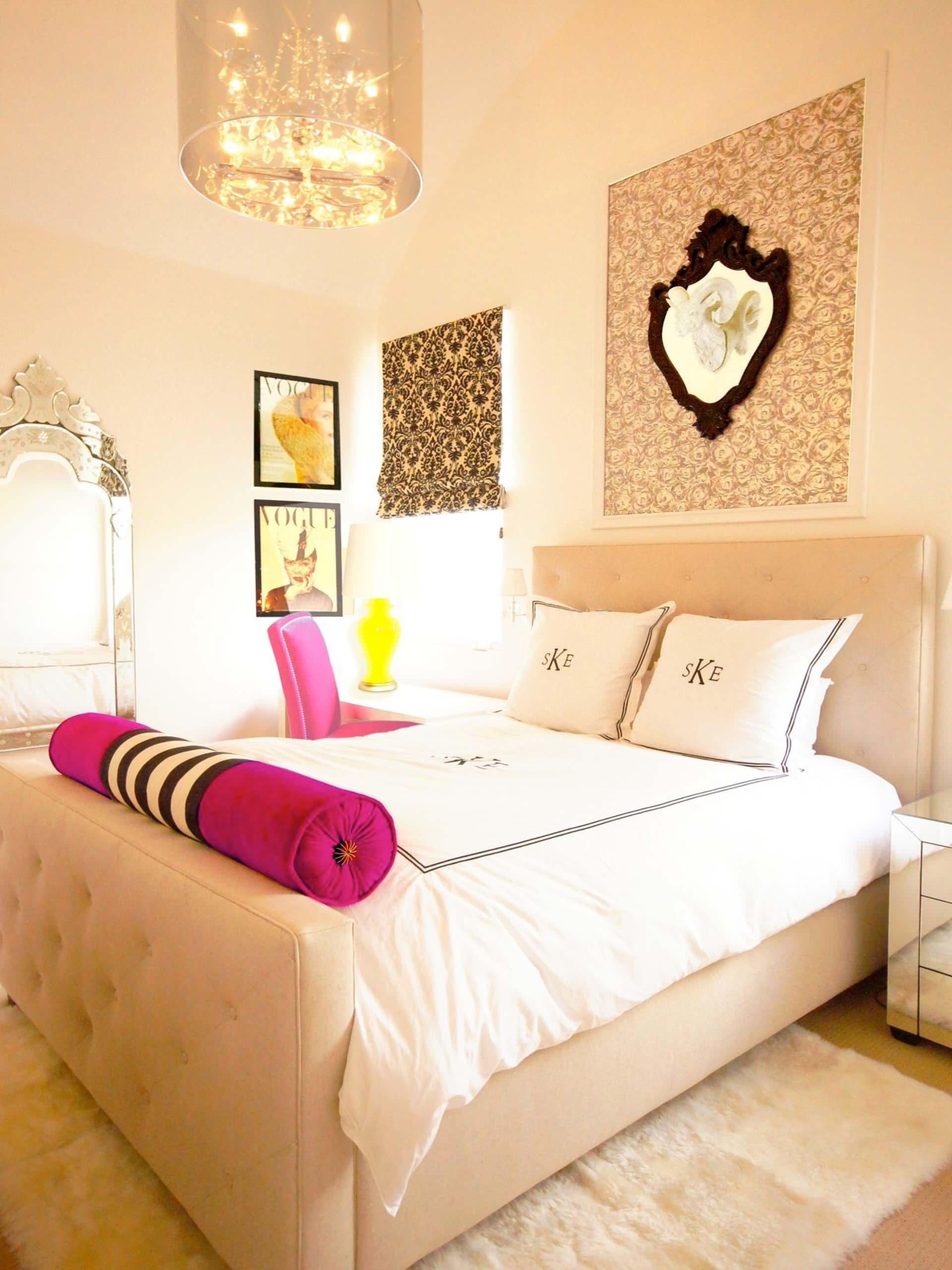 Подушка валик розовая