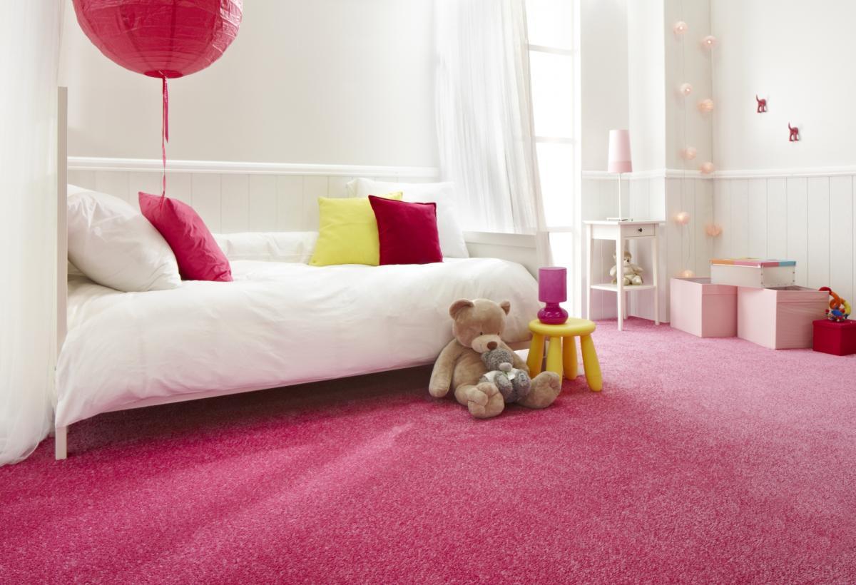 Розовый ковролин в детской