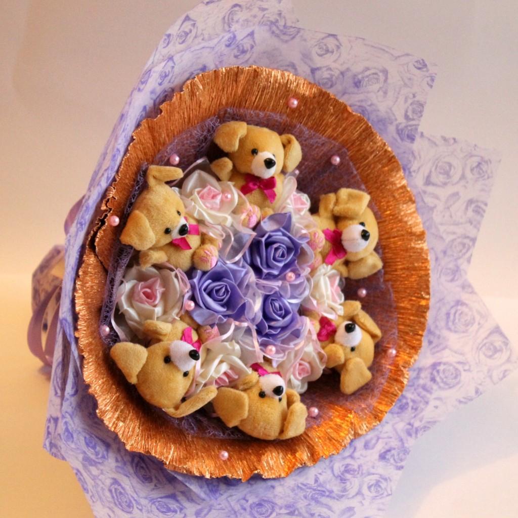 Букет из игрушек и роз