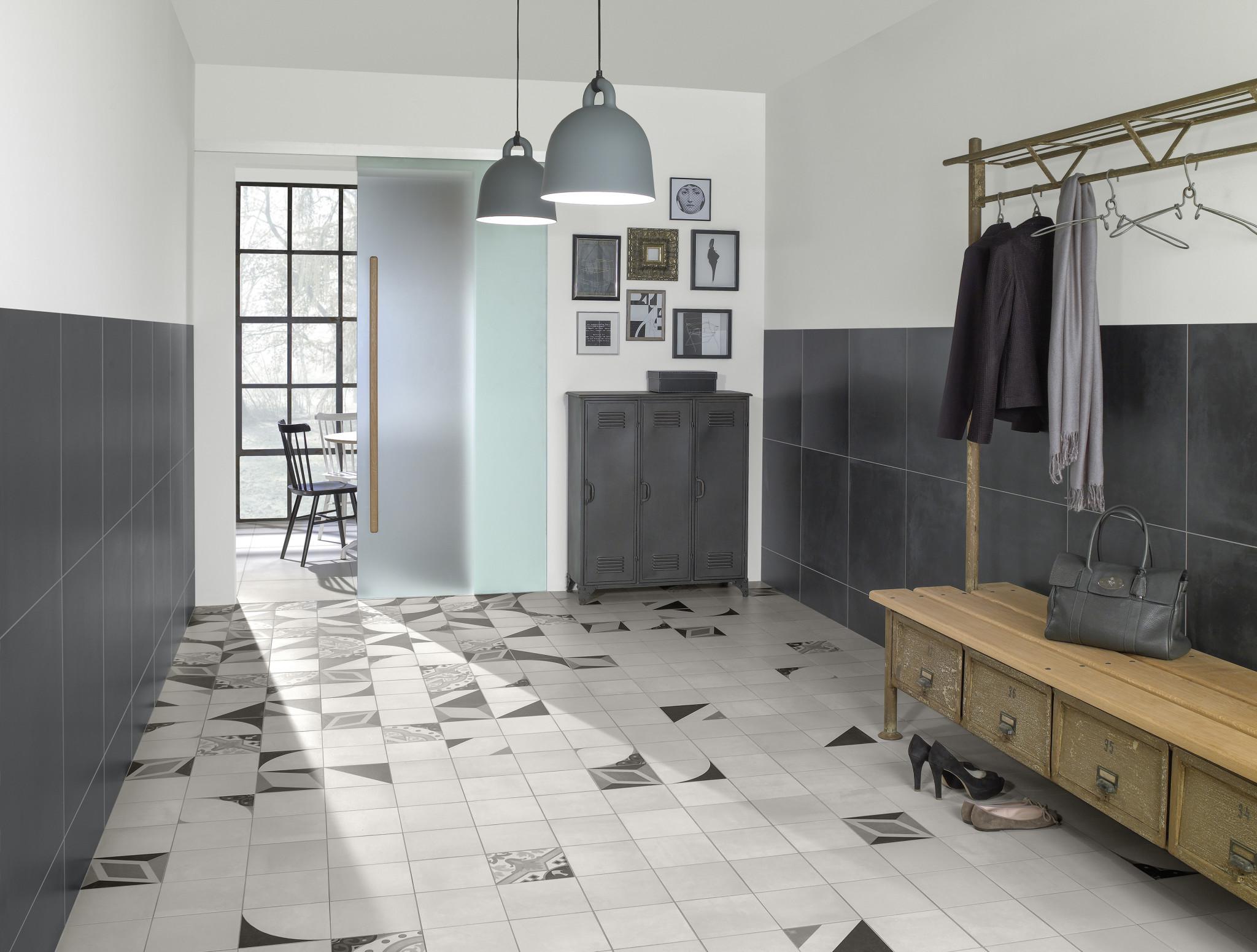 Метлахская плитка серого цвета