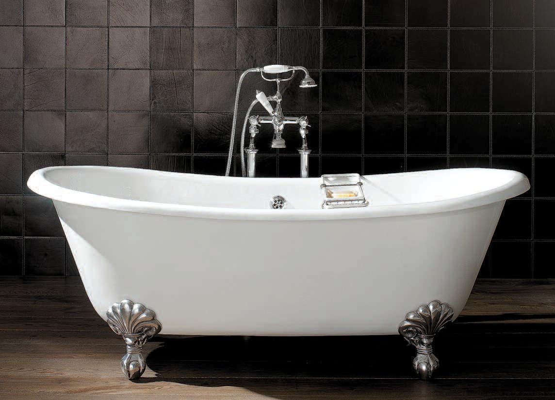 Ванна из чугуна на серебряных ножках