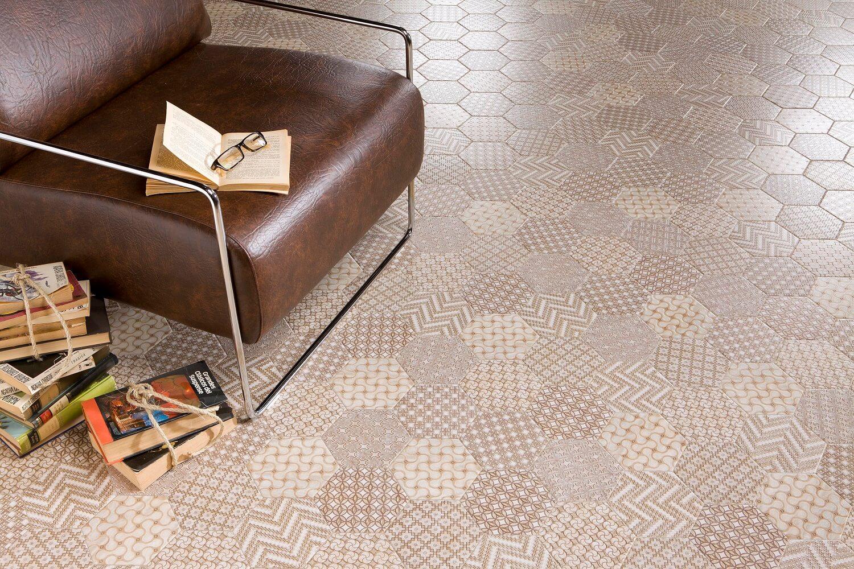 Шестиугольная мозаика на полу