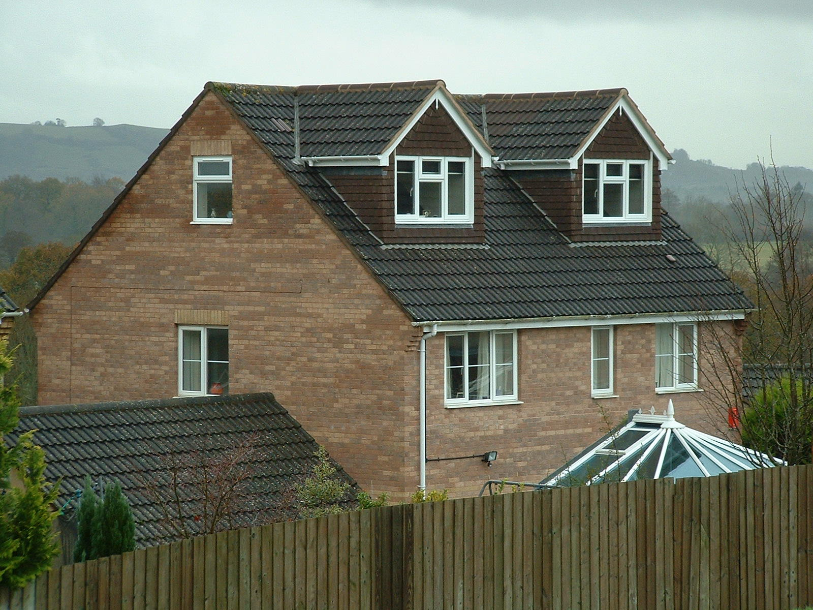 Крыша из шифера с мансардой