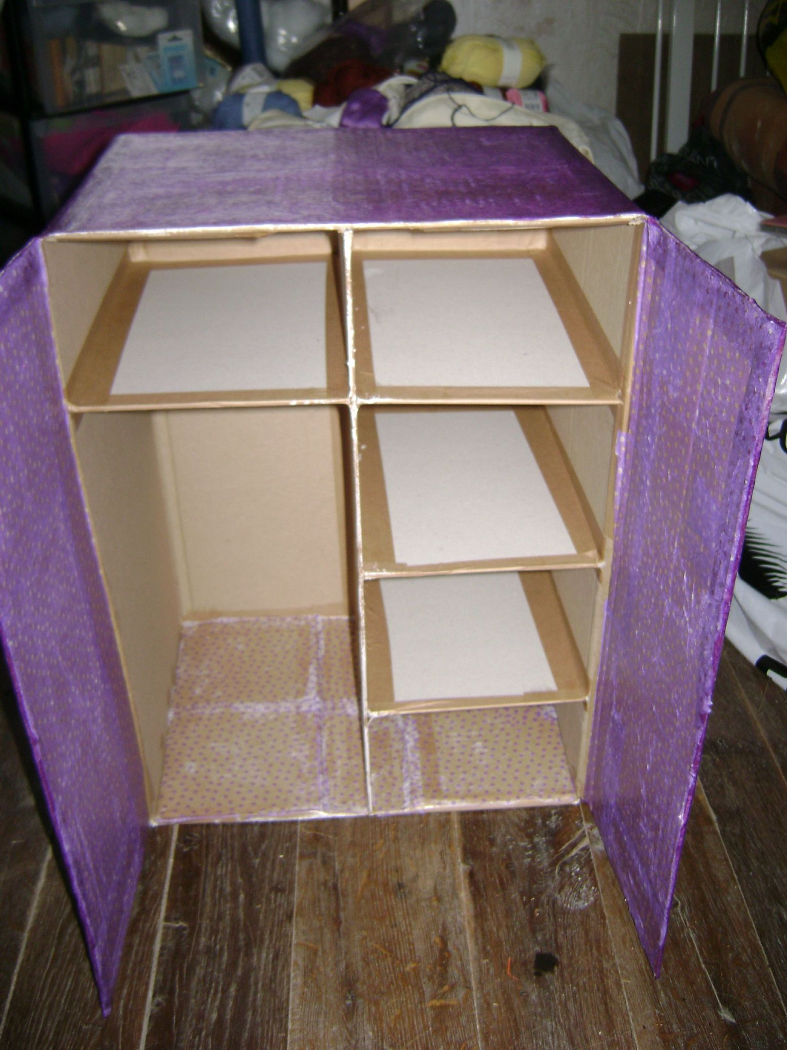 Шкаф из картона игрушечный