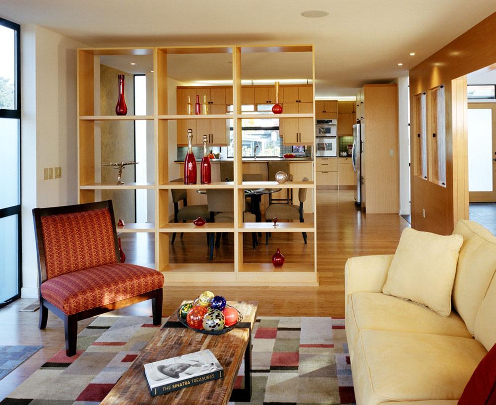 Шкаф между кухней и гостиной
