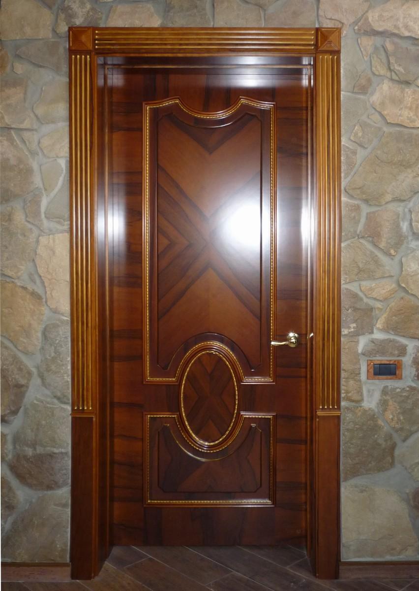 Дверь из шпонированного палисандра