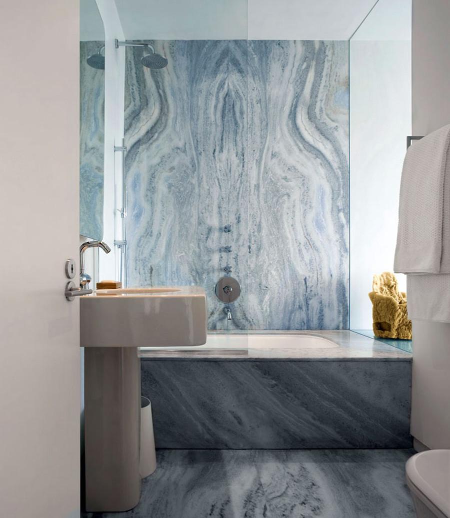 Синий мрамор в ванной