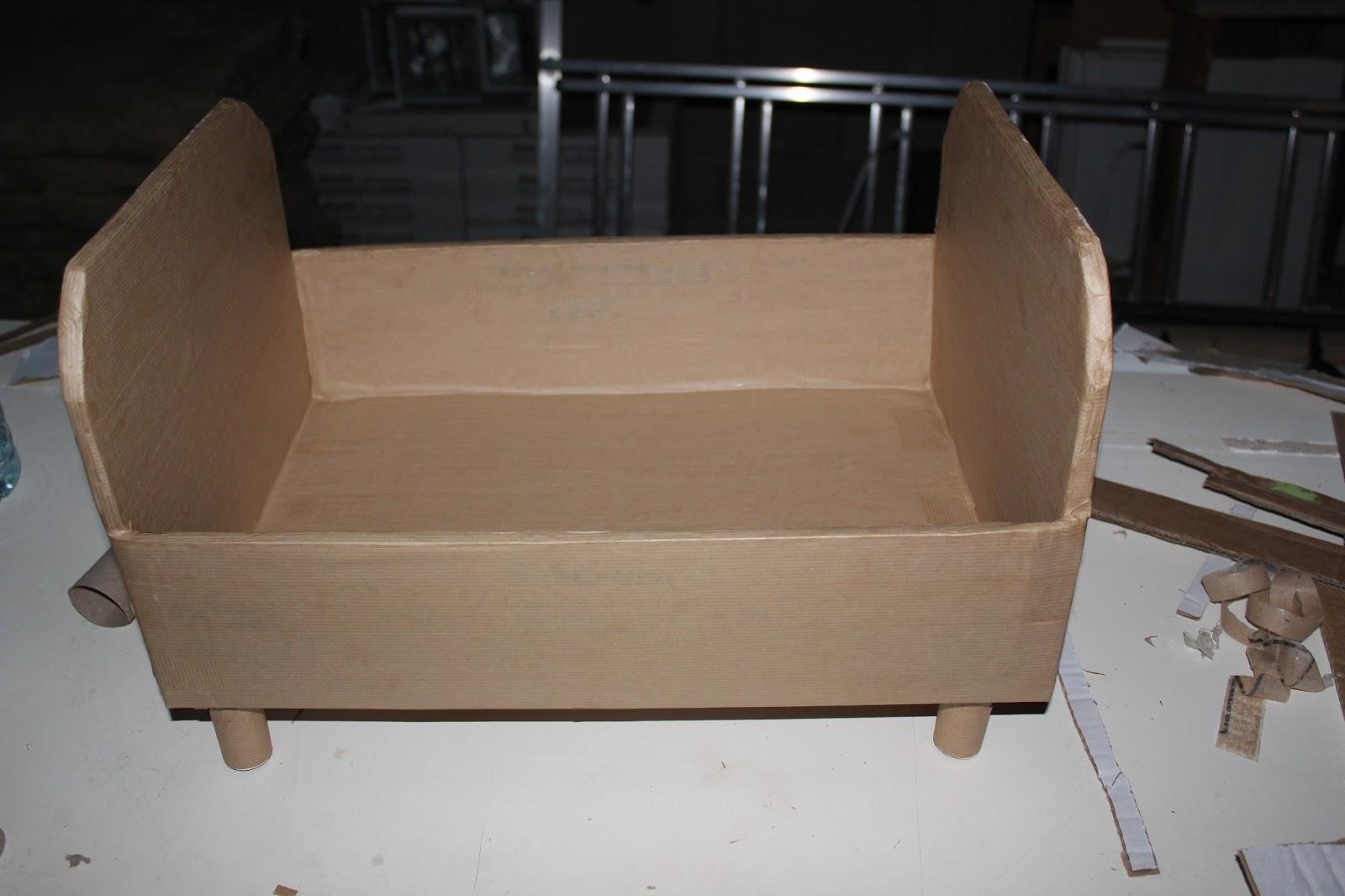 Кровать из склеенного картона