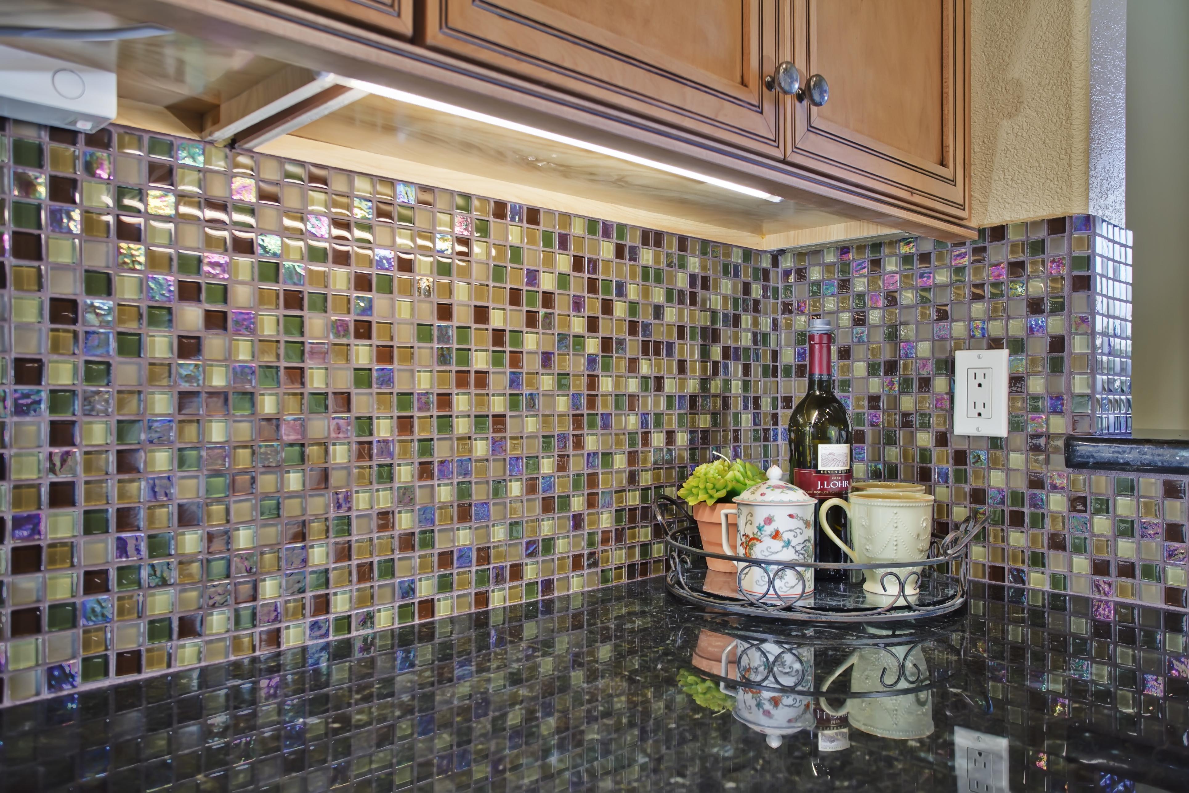 Мозаика из слюды на кухне