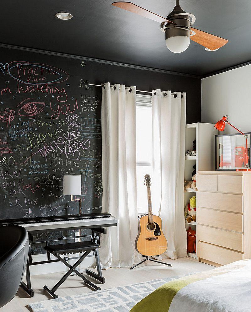 Меловая доска в интерьере спальни