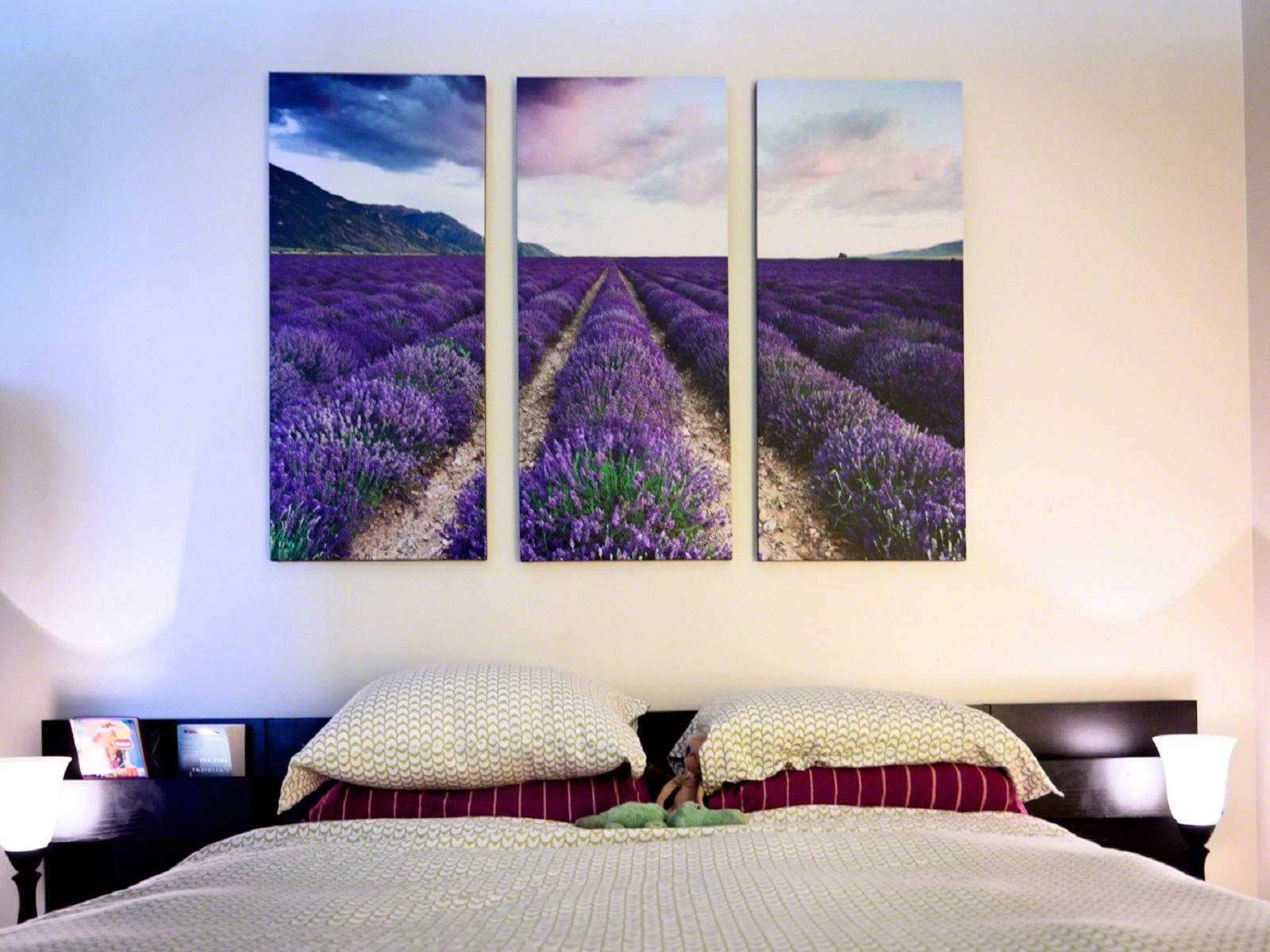 Панорамная картина в спальне