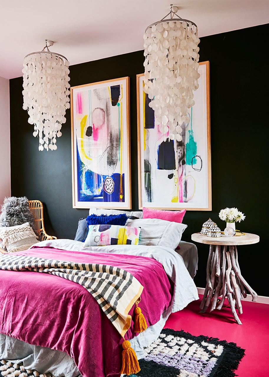 Спальня с малиновыми акцентами