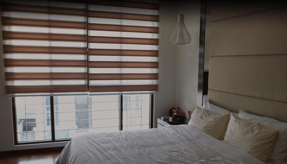 """Рулонные шторы """"день-ночь"""" в спальне"""