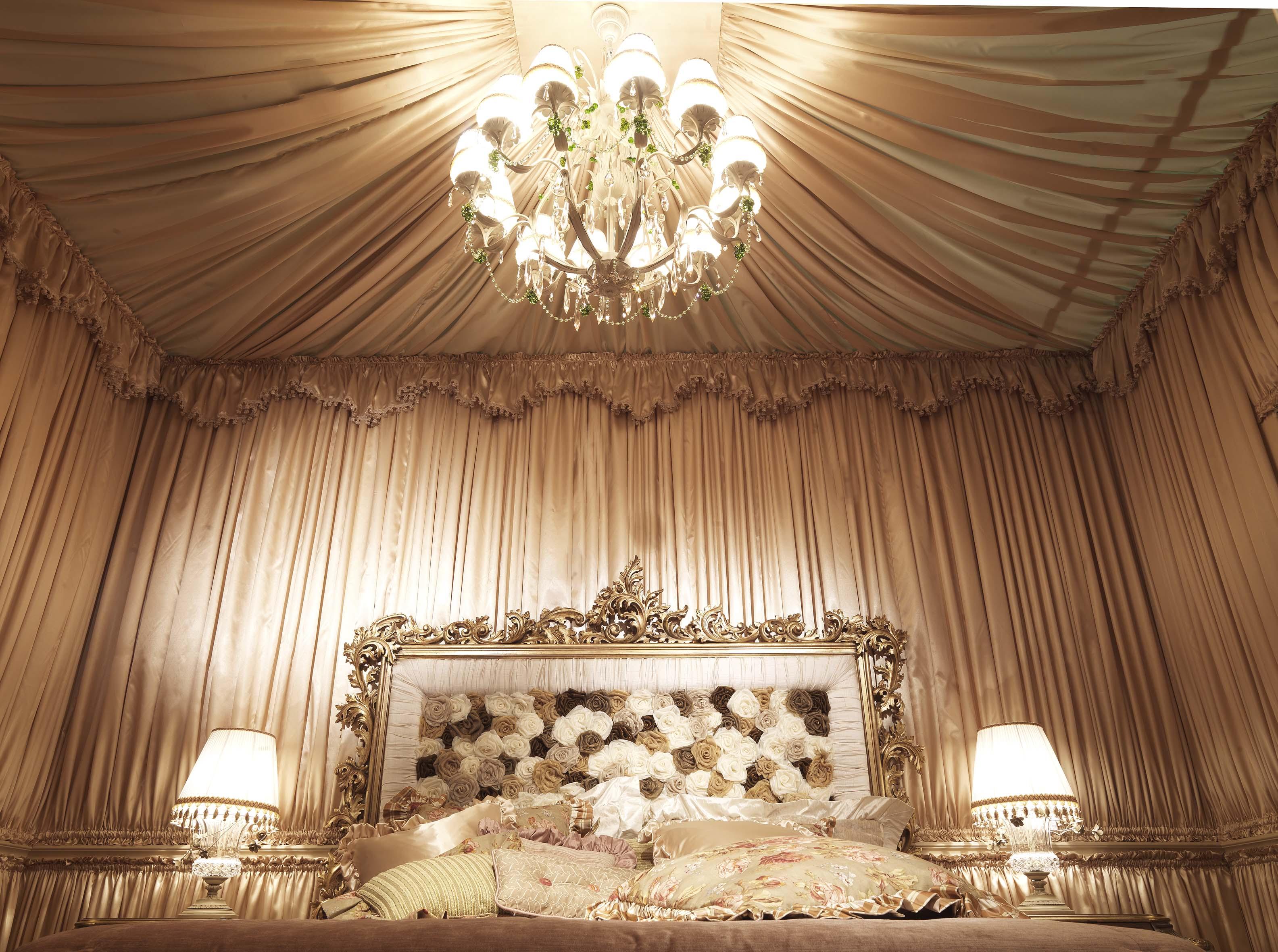 Драпировка стены тканью в спальне