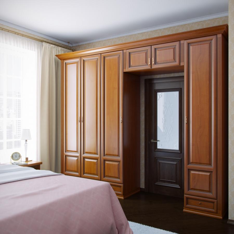 Шкаф-пенал в спальне