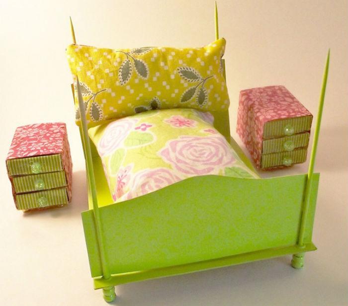 Кровать и комод из спичечных коробков