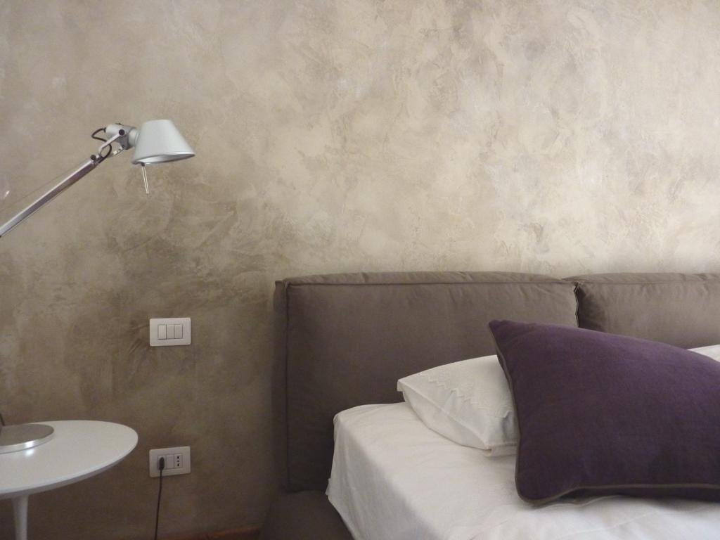 Декторативная штукатурка Марморино в интерьере спальни