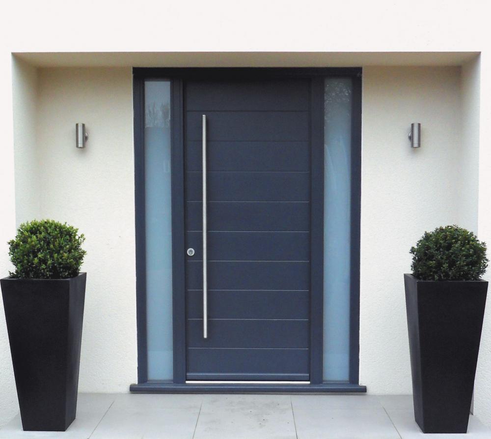 Стальная дверь в стиле модерн