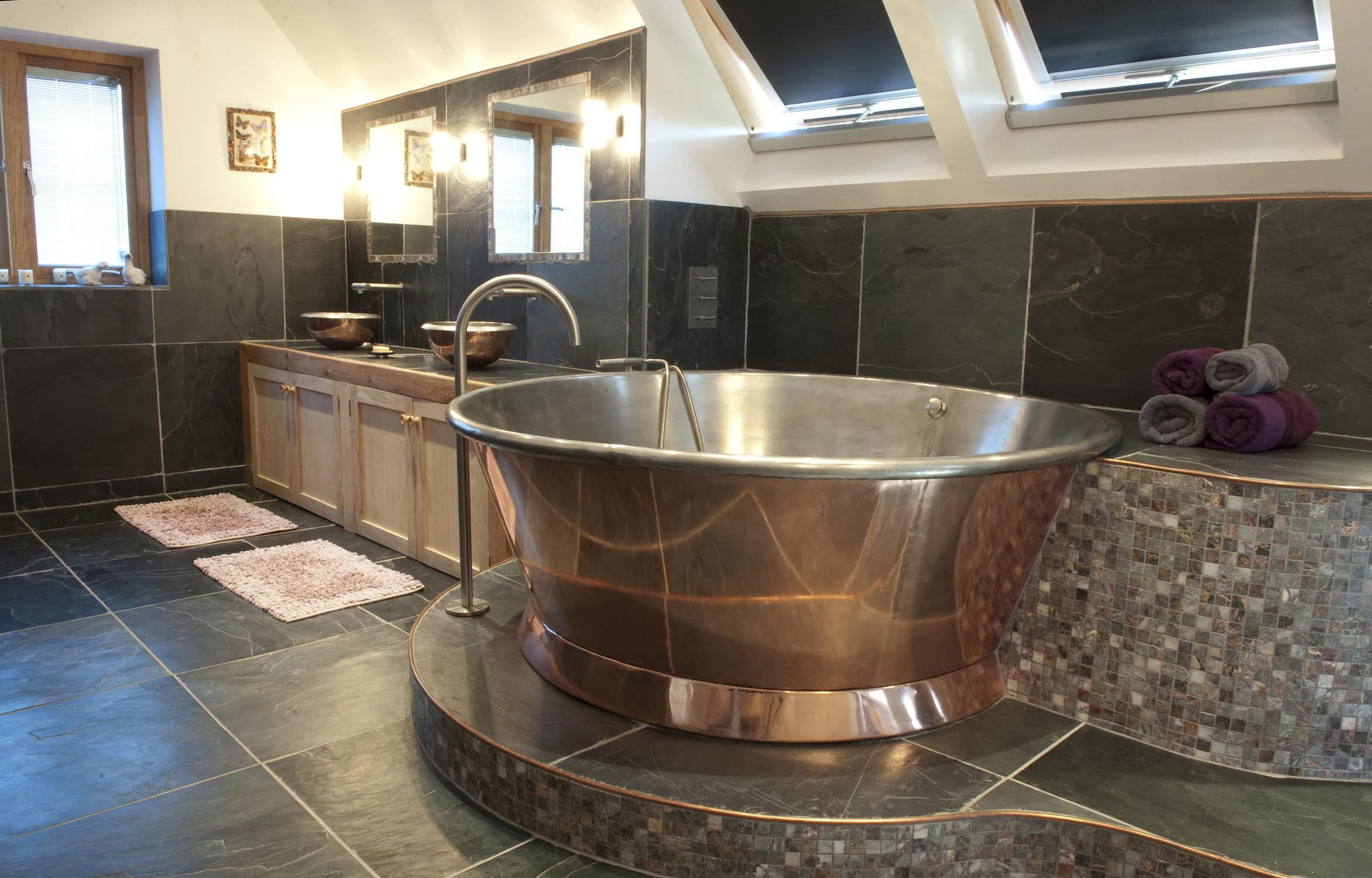 Круглая ванна из стали