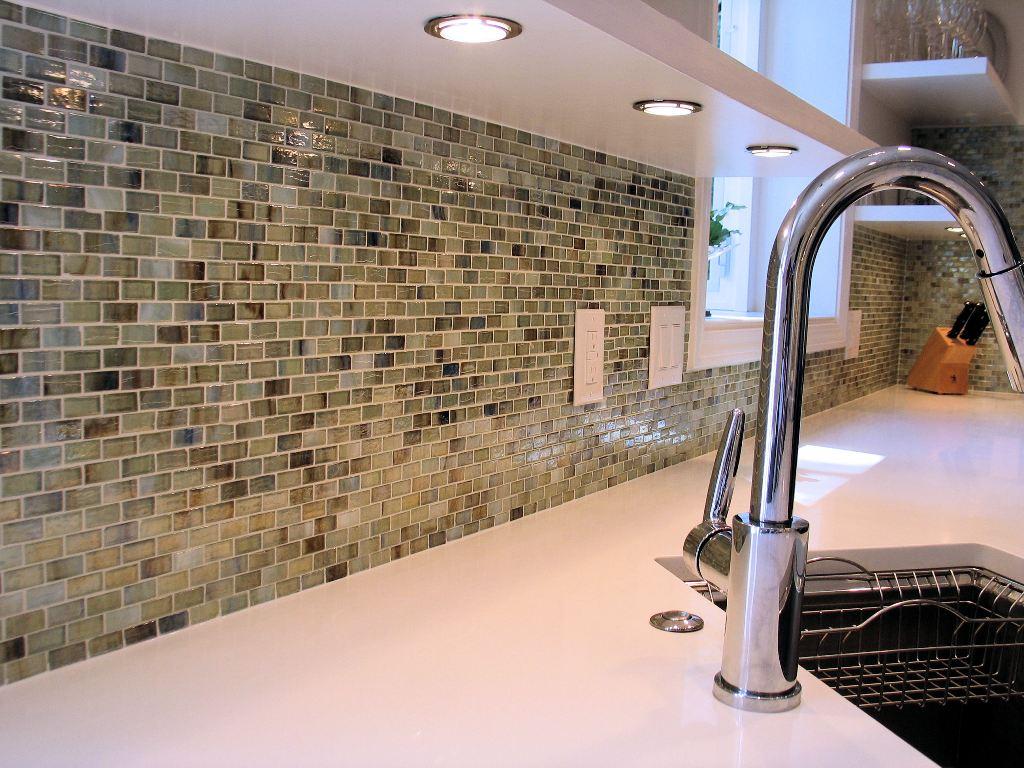 Мозаика из стекла на кухне