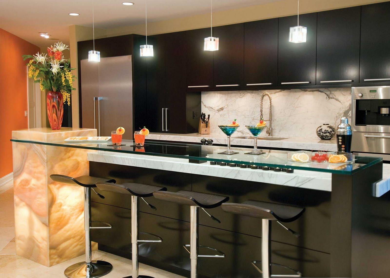 Кухонный гарнитур со стеклянной барной стойкой