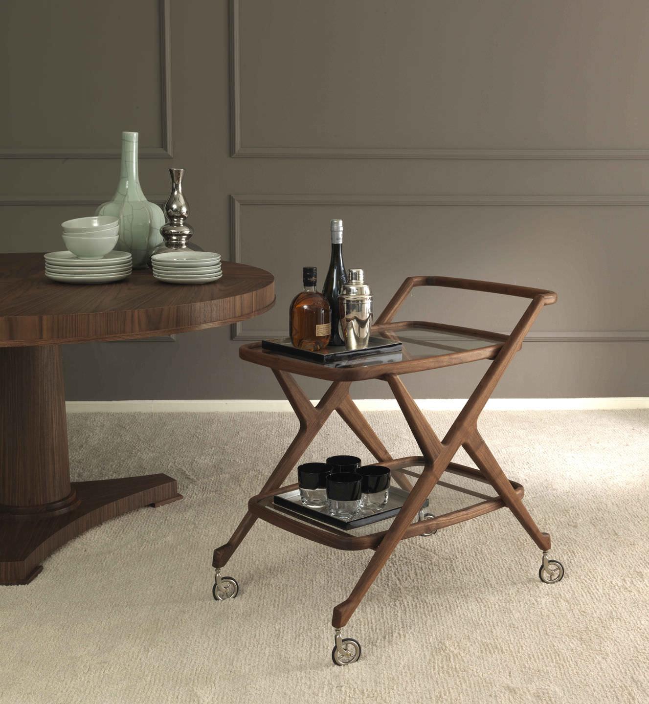Сервировочный столик со столешницей из стекла