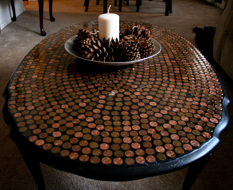 Декор стола монетами