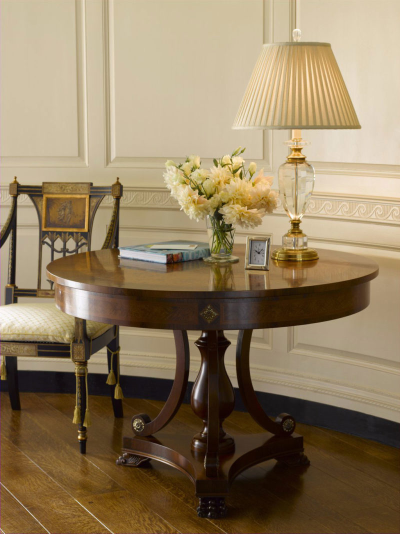 Стол в стиле бидермейер