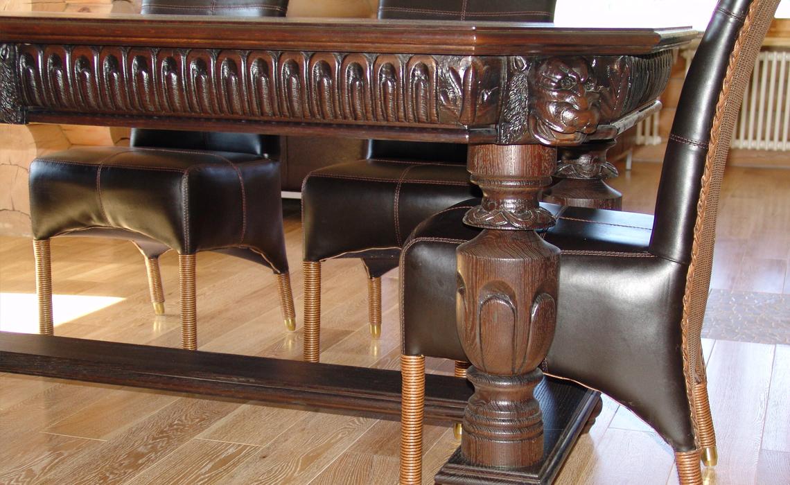 Резной стол