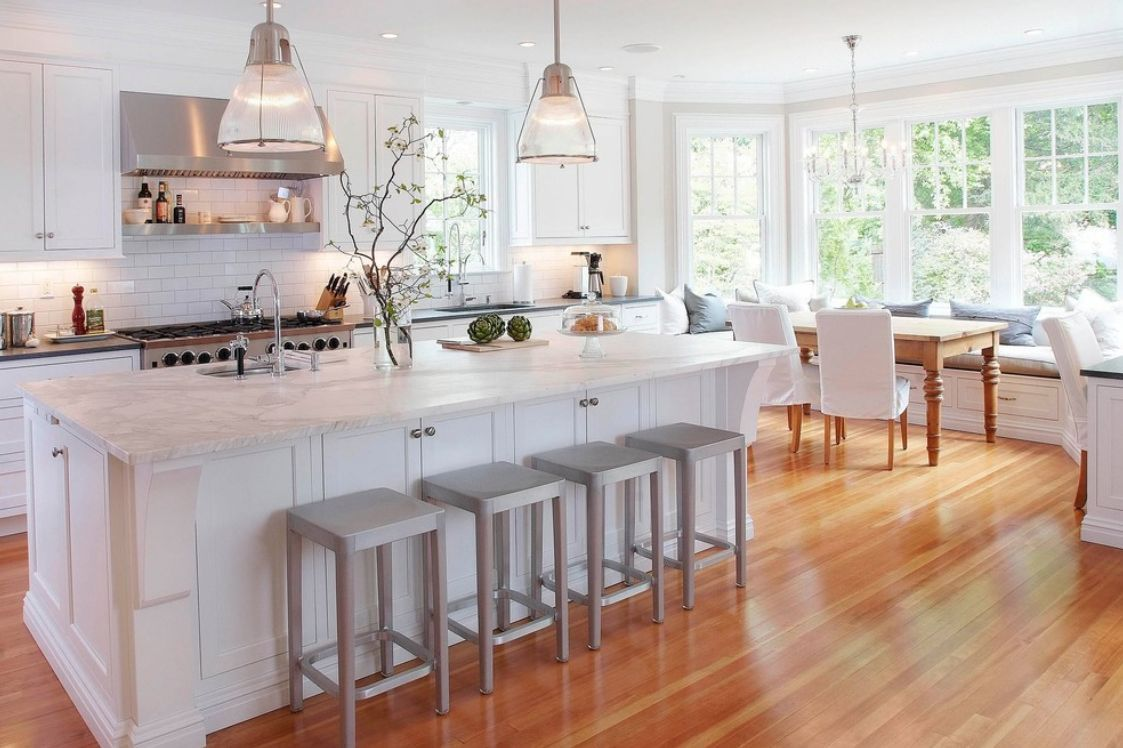 Кухня-столовая с эркером