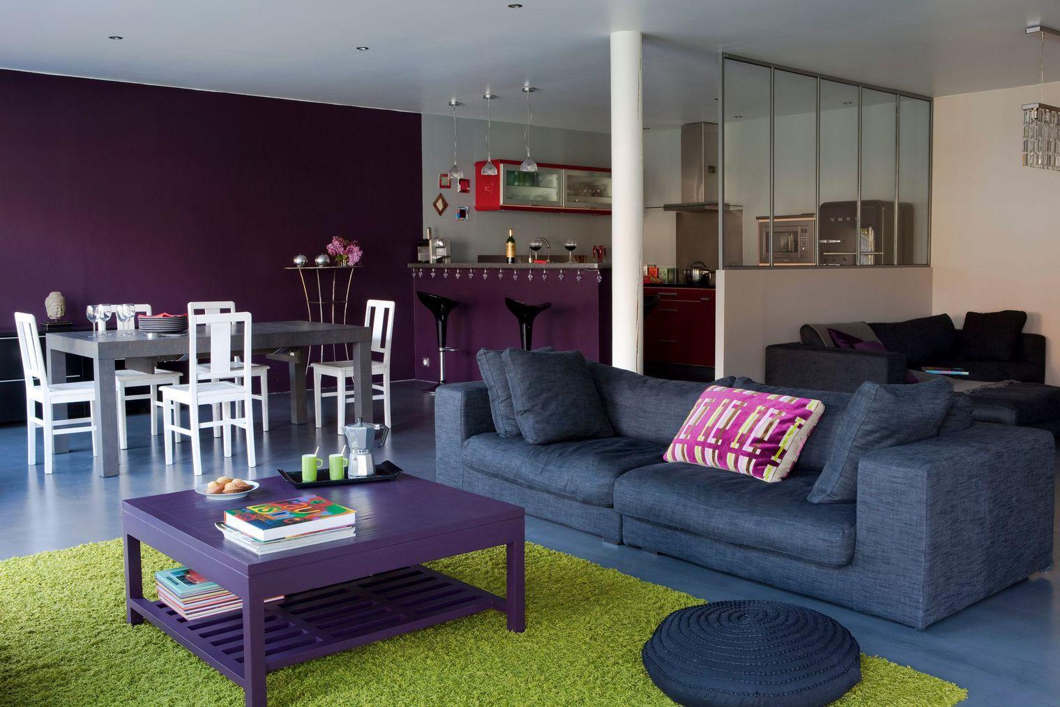 Перегородка между кухней и гостиной в квартире студии