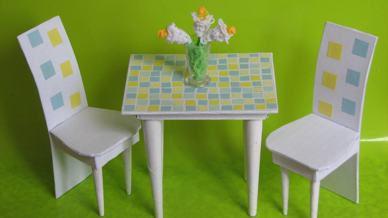 Стол и стулья из картона
