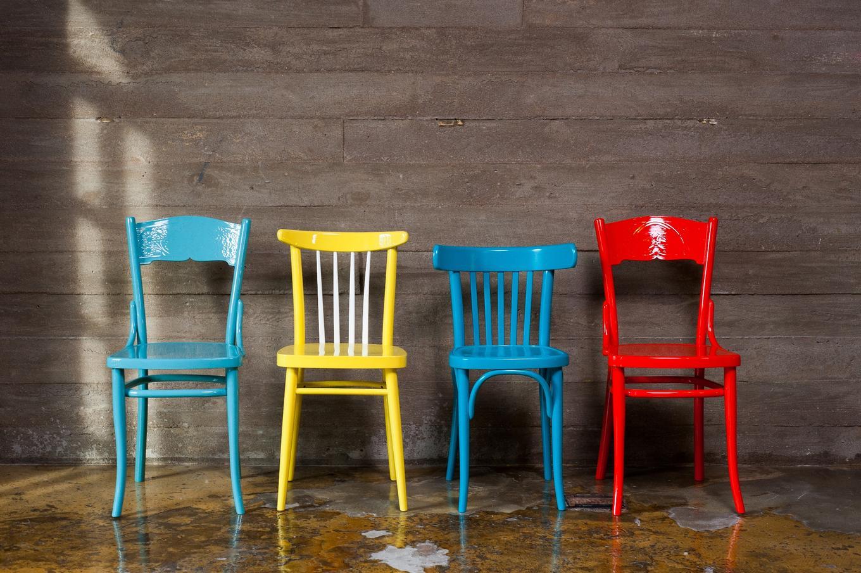 Старые стулья в интерьере