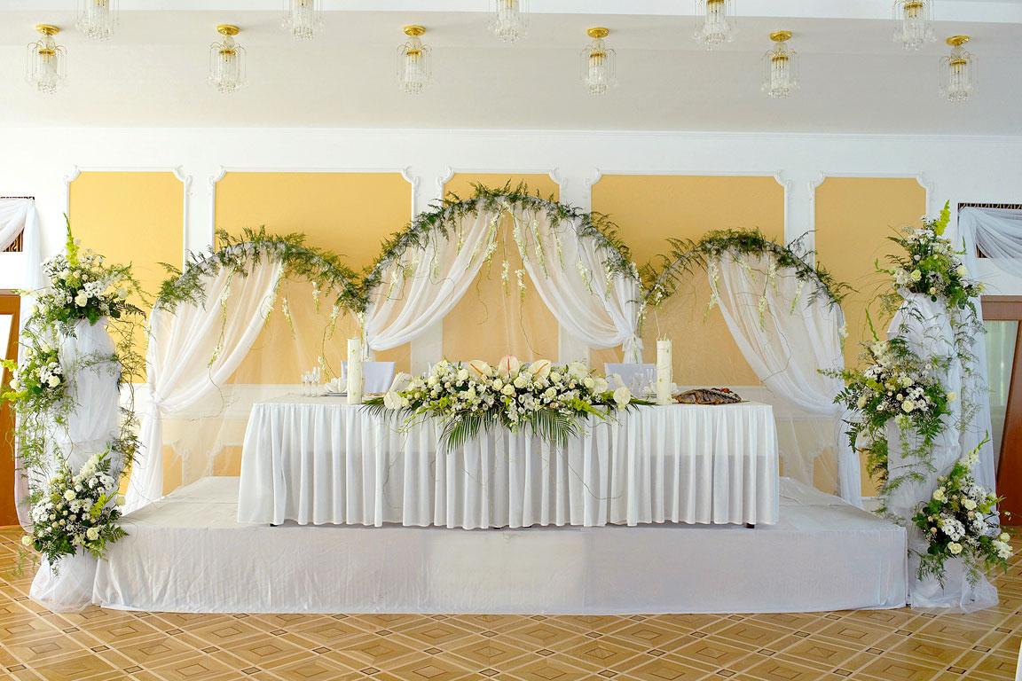 Свадебная драпировка стены