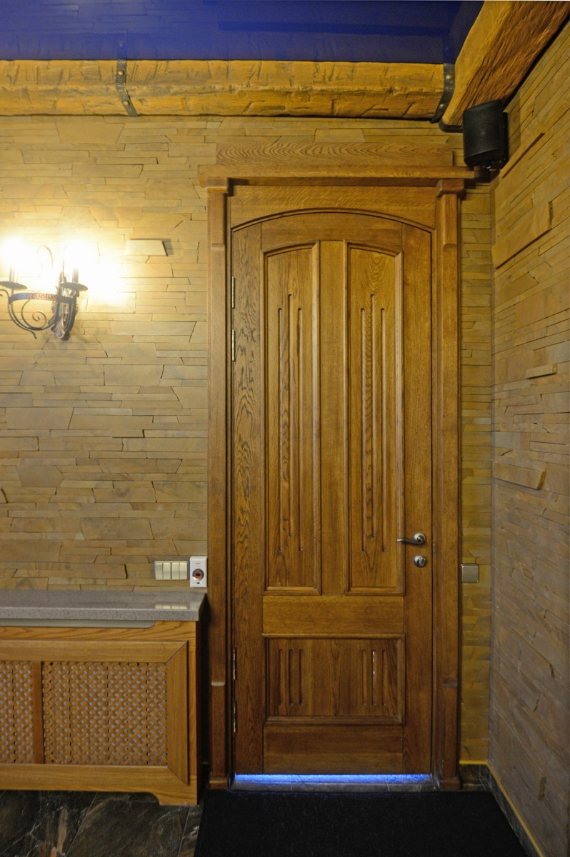 Светлая дверь из палисандра