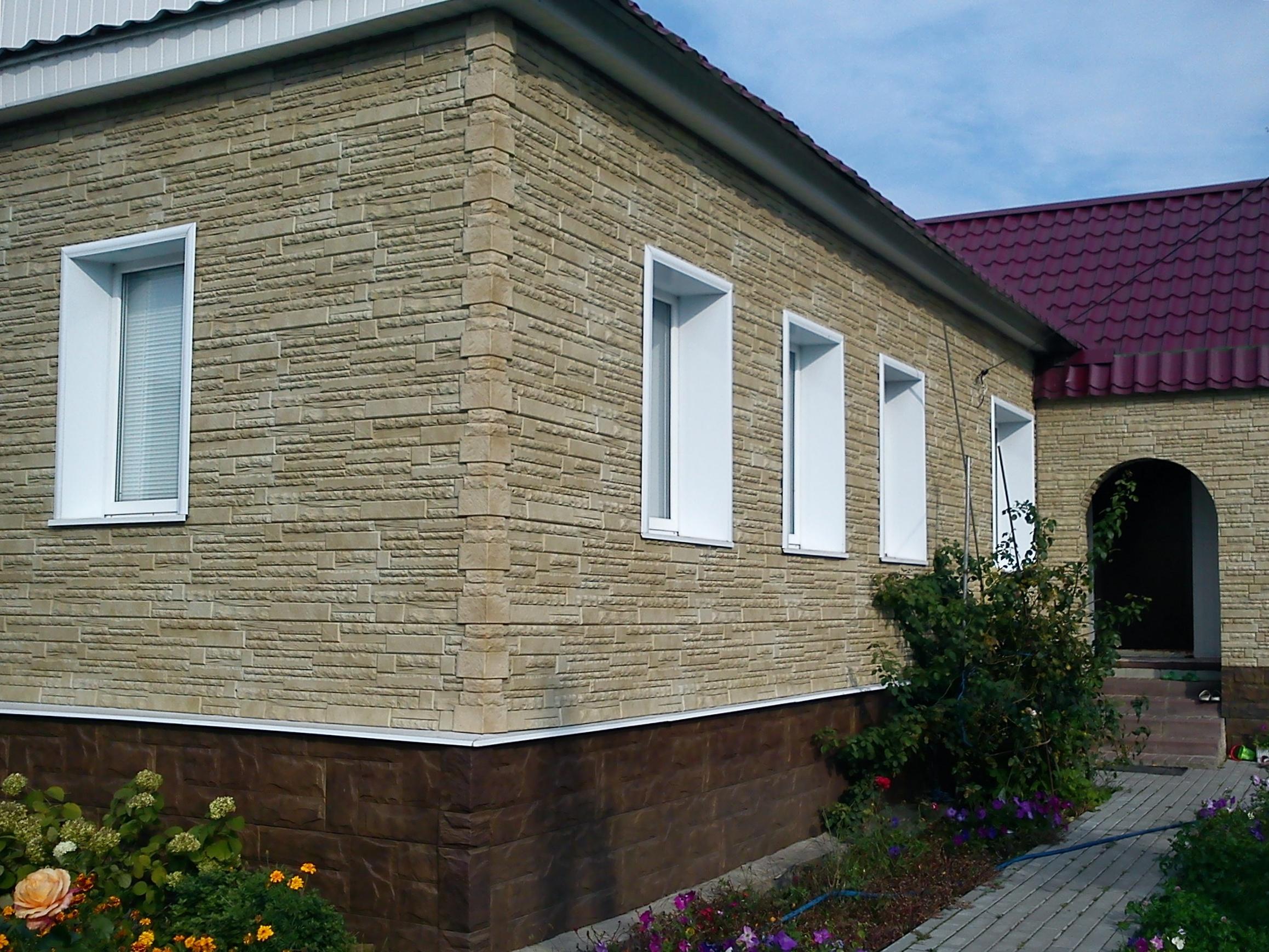 Фасадные панели под светлый камень
