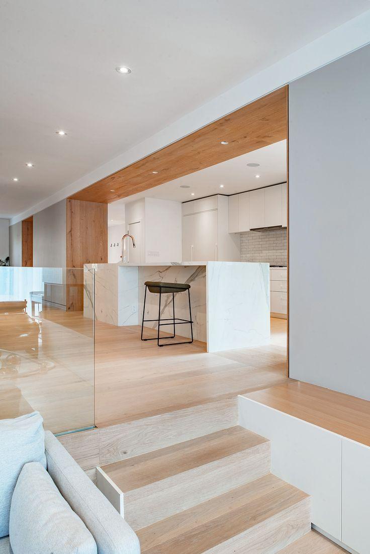 Перегородка между кухней и гостиной на разных уровнях